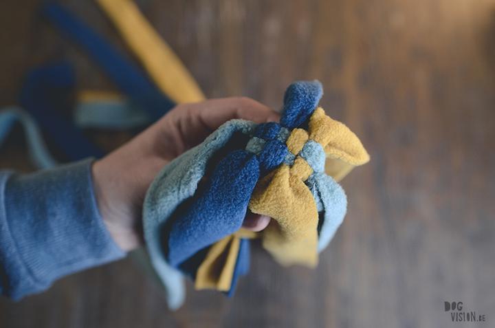 DIY voor Honden: fleece trektouw | tug of war| hondenfotografie en blog| www.DOGvision.be