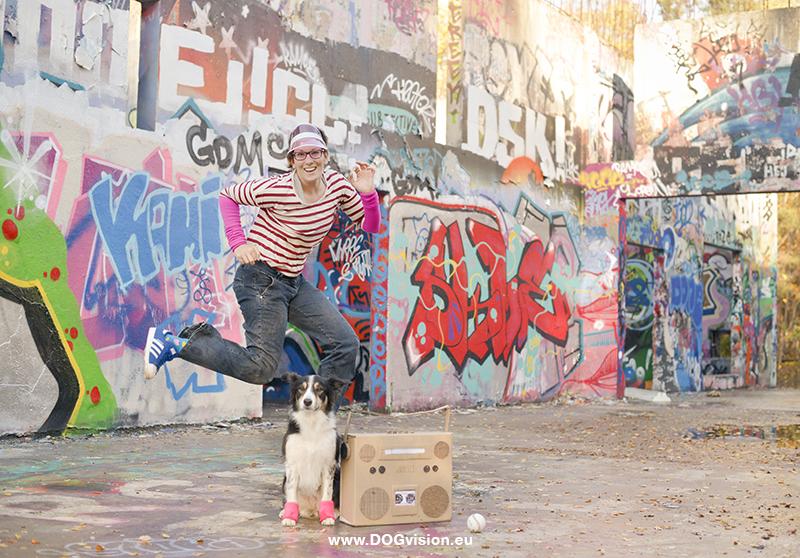 Behind the Scenes DOGvision photoshoot, 80's style, hondenfotografie, persoonlijk fotografieproject, verlaten plek in Zweden, honden in Zweden, www.DOGvision.be